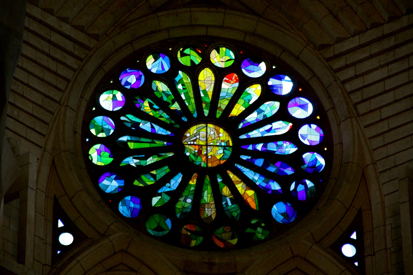 The adventures of peg stained glass windows la sagrada for Glass windows