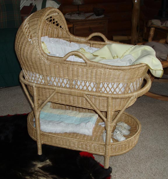 Antique Bassinet Wicker1