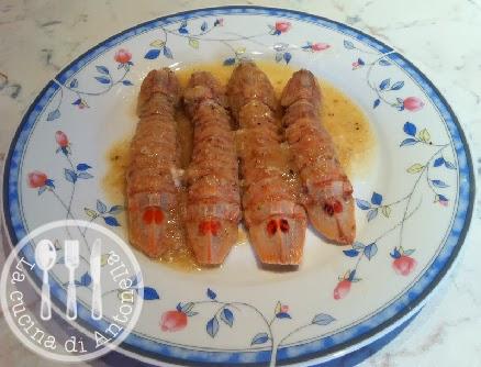 questa una ricetta tipica della cucina gradese le canocchie sono chiamate anche cicale di mareio le adoro cucinate cos con il sughetto e accompagnate