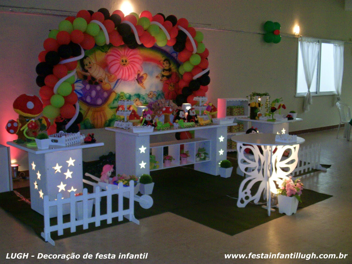 Decoração de aniversário em mesa provençal com tema infantil