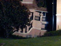 http://sciencythoughts.blogspot.co.uk/2013/08/florida-holiday-villa-collapses-into.html