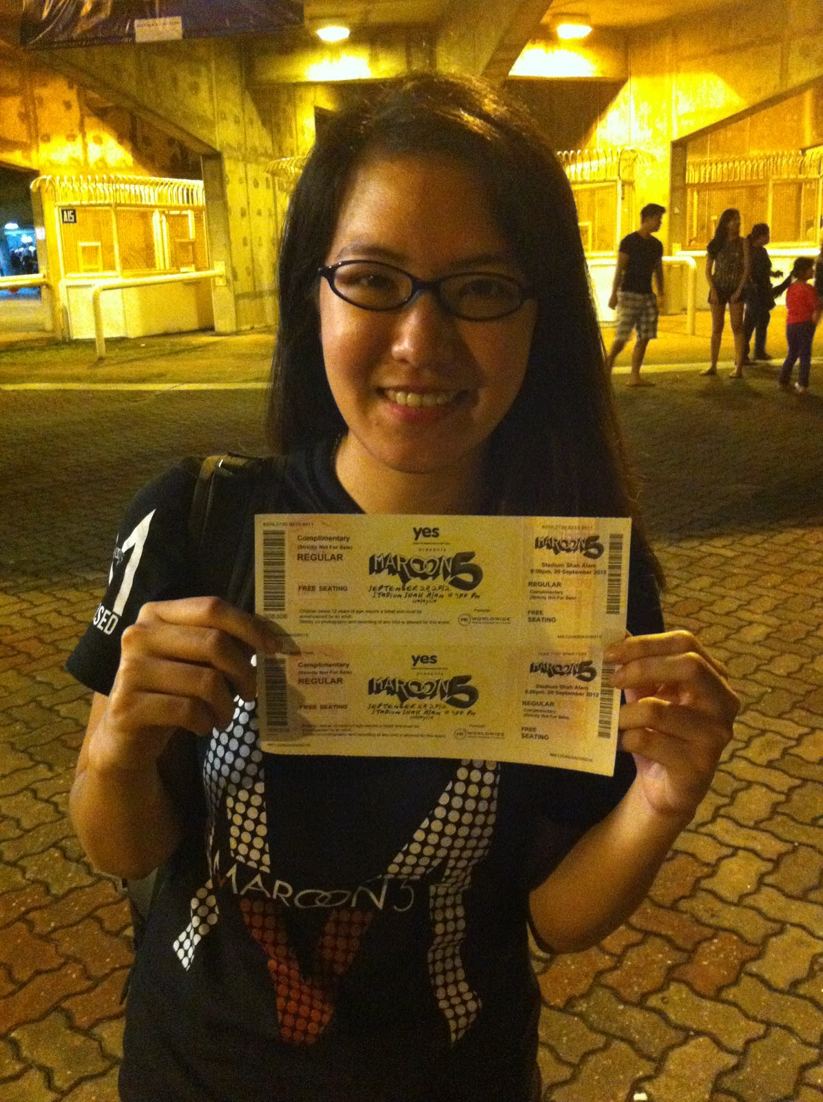 Perspectiv me maroon 5 overexposed tour 2012 live in malaysia i was only suppose to get the meet greet passes but luckily some how i ended up getting 2 free tickets to watch the concert lucky me xd m4hsunfo