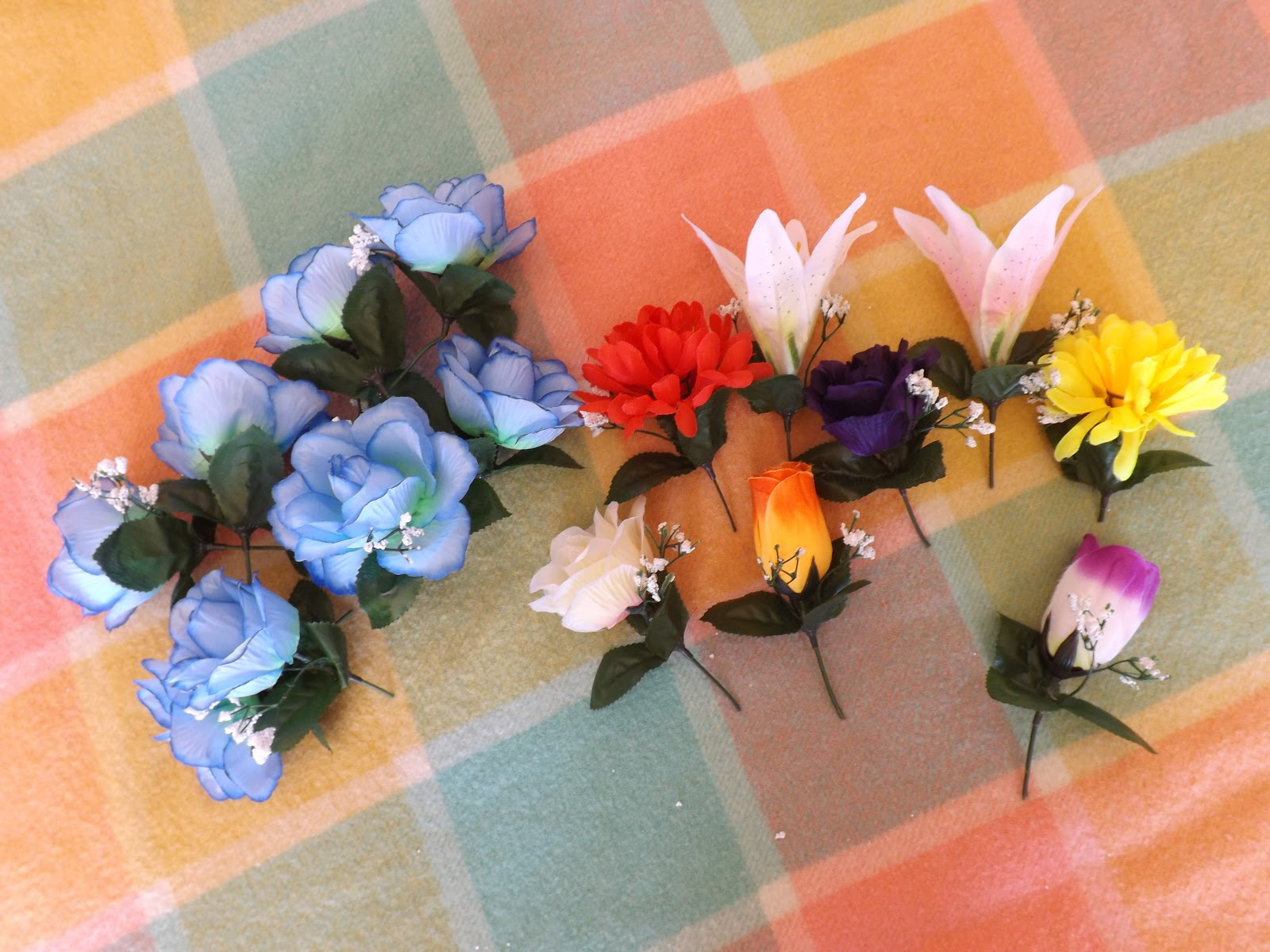 Diy flower crowns taken by surprise choose what flowers you would like to use and draft your design by arranging the flowers along the headband i chose blue as my focus colour and added a izmirmasajfo