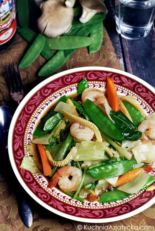 Stir-fry z warzyw, grzybów i krewetek © KuchniaAzjatycka.com