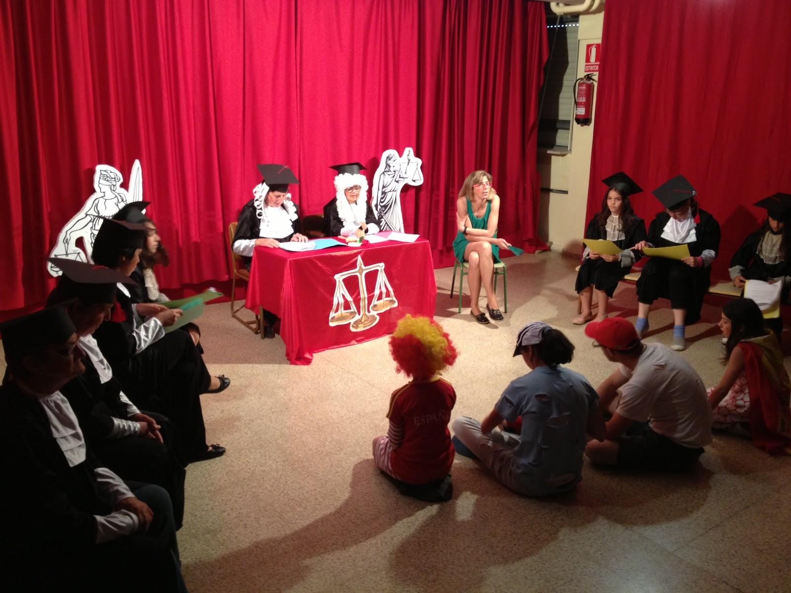 un momento de la representación en el salon de actos del CEIP Marqués de Valero