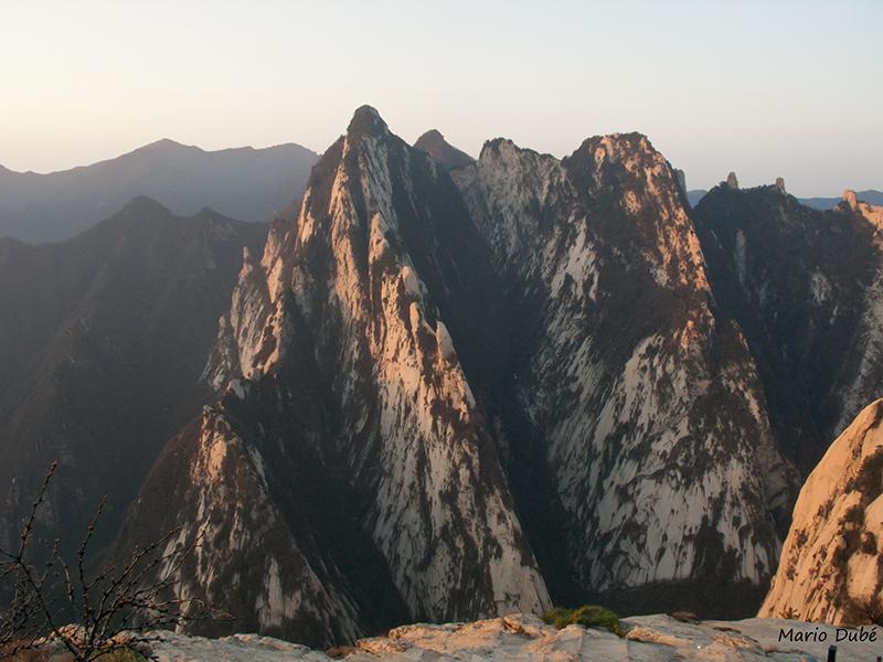 Le pic Sud vu du sommet du pic Est (mont Hua, Chine)