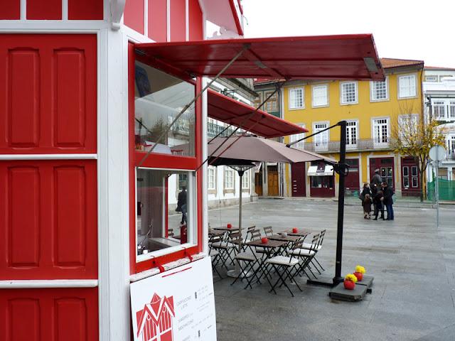 Quiosque Vermelho - Praça Carlos Alberto - Porto by Ana Pina