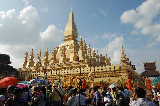 du lịch Lào 4 ngày tham quan lễ hội thạt luổng