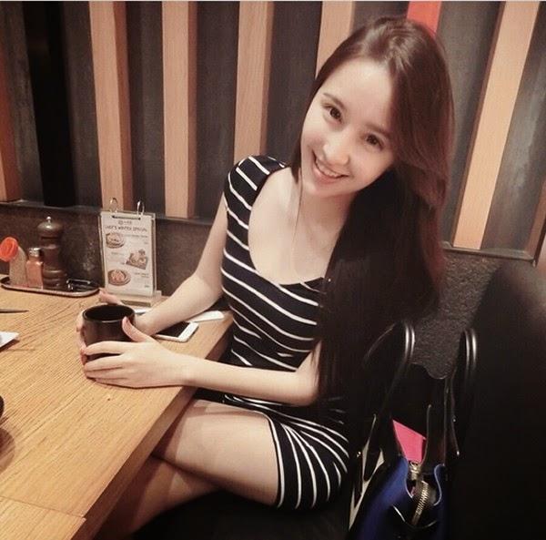 Caster Ng Model Cantik Malaysia Berbodi Aduhai Cantik Banget!