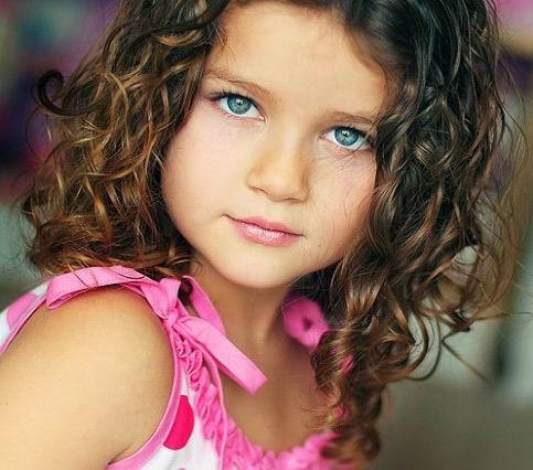 liten-flicka-lockig-frisyrer-2011