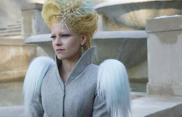 effie mockingjay part 2 still
