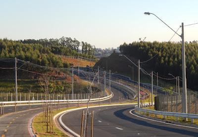 A artéria viária mais moderna da Região Metropolitana de Campinas possui sete quilômetros de extensão, ligando a Rodovia Dom Pedro ao Distrito de Souzas.