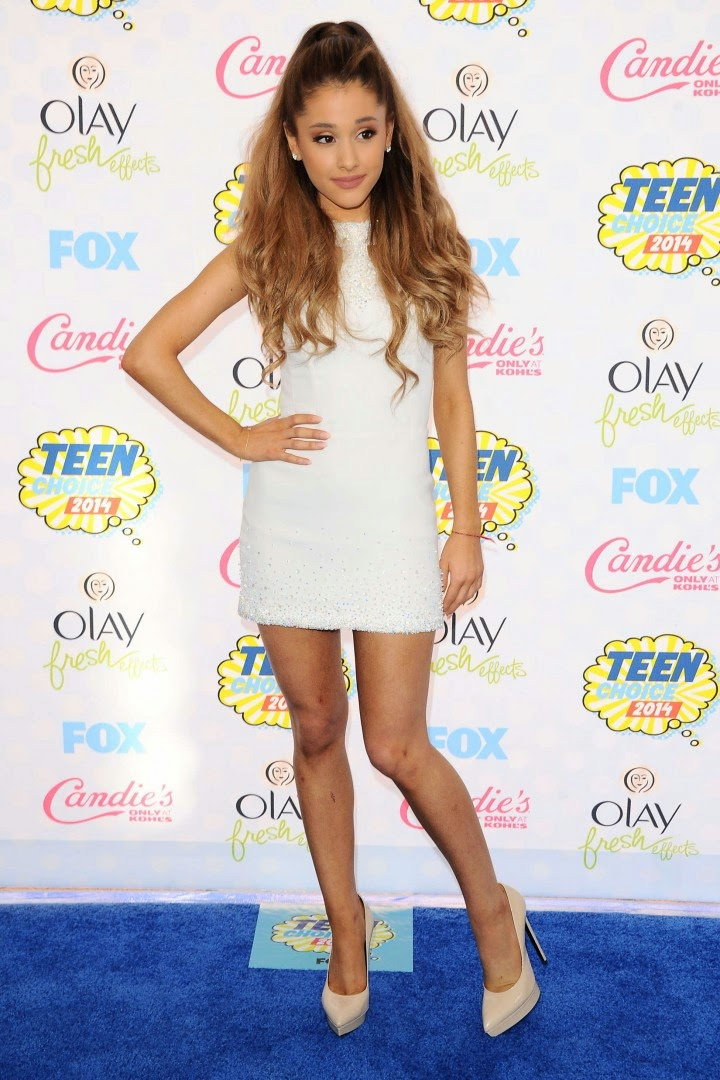 Ariana Grande shows off legs in a Georges Chakra Couture mini dress at the 2014 Teen Choice Awards