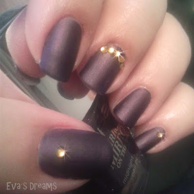 Nails of the week: Mattes Lila mit goldenen Highlights