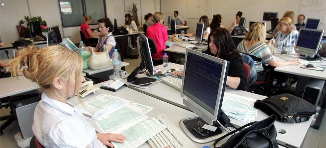 Πόρτα εξόδου από το Δημόσιο σε 6.500 υπαλλήλους μέχρι το τέλος του 2014