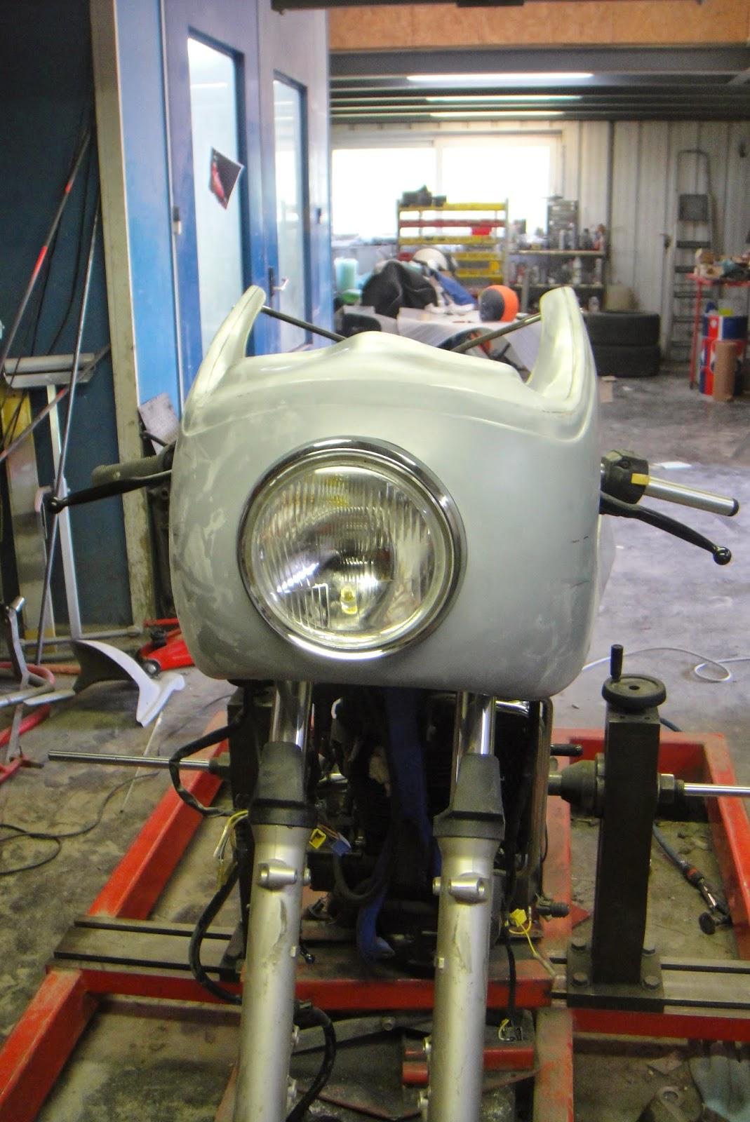 Transformation 650 dr djebel en caf racer d coupe et mise en place du phare - Mise en place coupe menstruelle ...