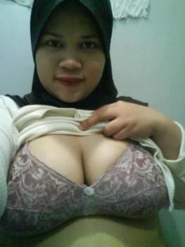 Malay women   Tudung tetek besar +++ melayu bogel.com