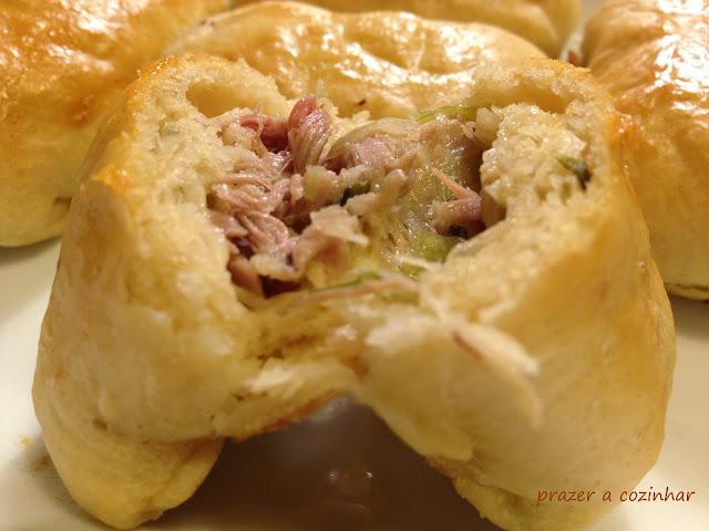 prazer a cozinhar - Pão de leitão e alho francês enrolado com queijo