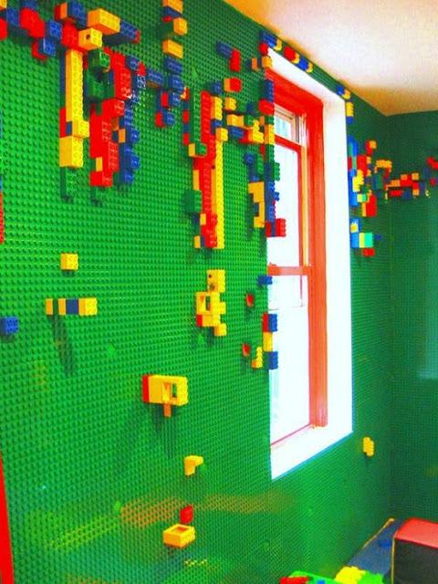 Parete rivestita di Lego