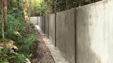 Mur de droite de l'enclos principal