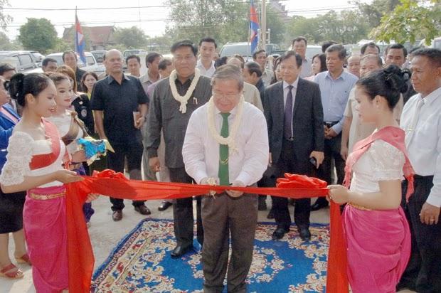 Inauguration hier par S.E Khieu Kanharith, ministre de l'information, de ''Prasat Tamoan National Radio Station FM 90MHz'', radio opérant dans la province de  l'Oddar Meanchey avec une bande en modulation de fréquence de deux kilomètres.