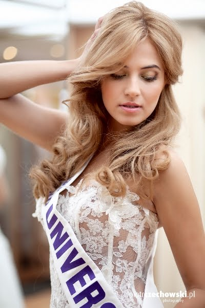 Miss Poland Universe 2011 Rozalia Mancewicz in bridal collection