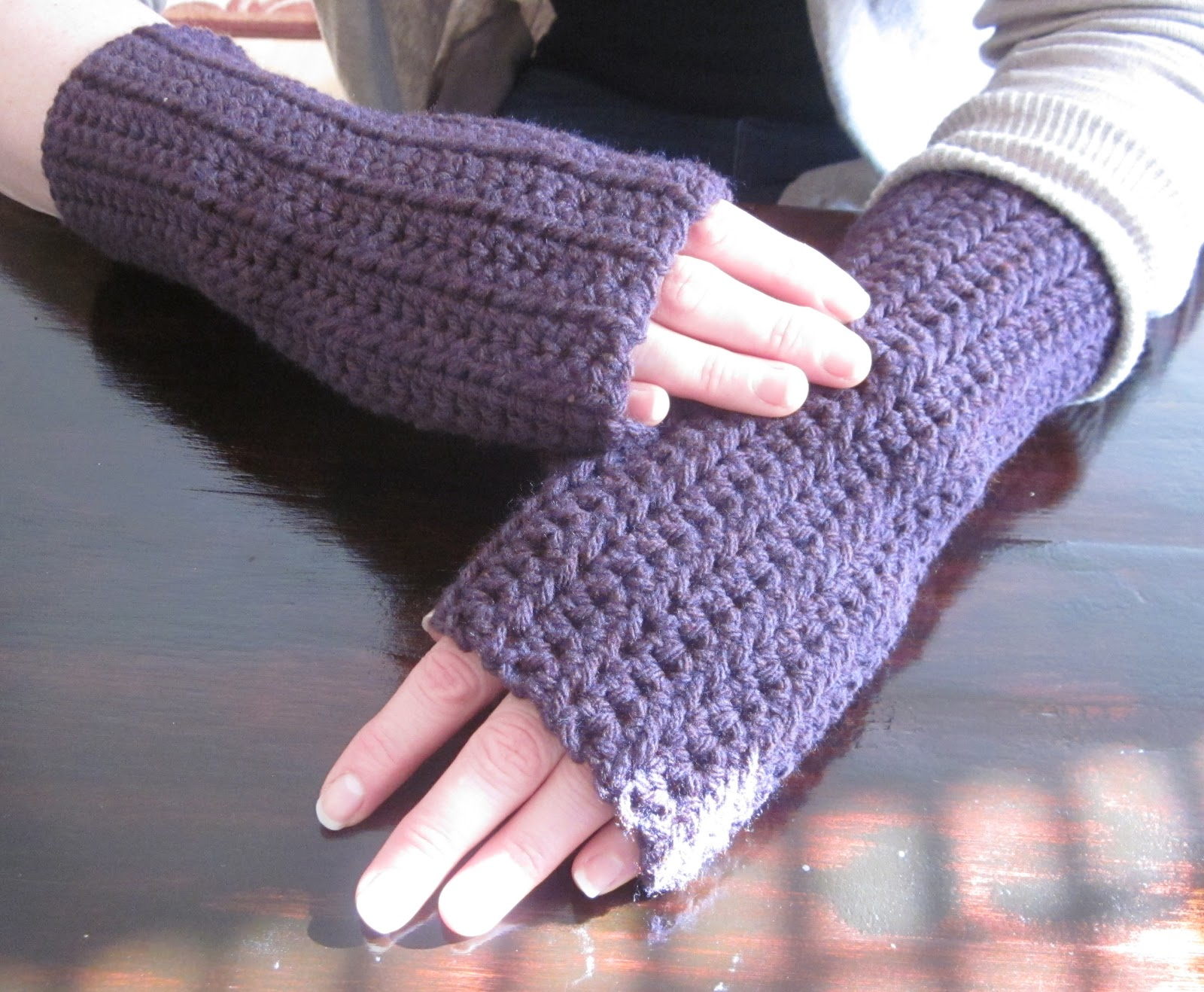 Crochet Fingerless Gloves Picture Tutorial : The Crafty Novice: DIY Crochet: Fingerless Gloves