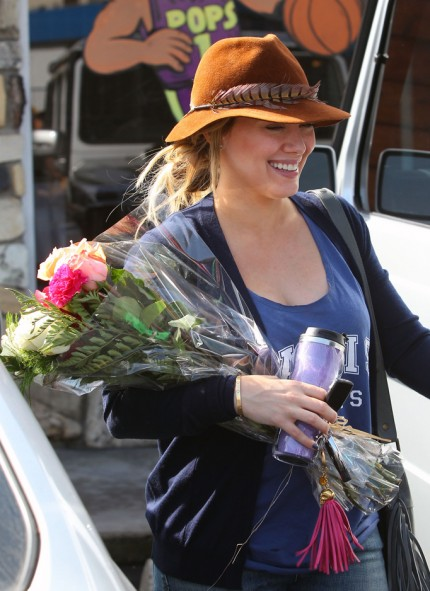 Hot Hilary Duff Made Her Way Out Of A Vet In Sherman Oaks