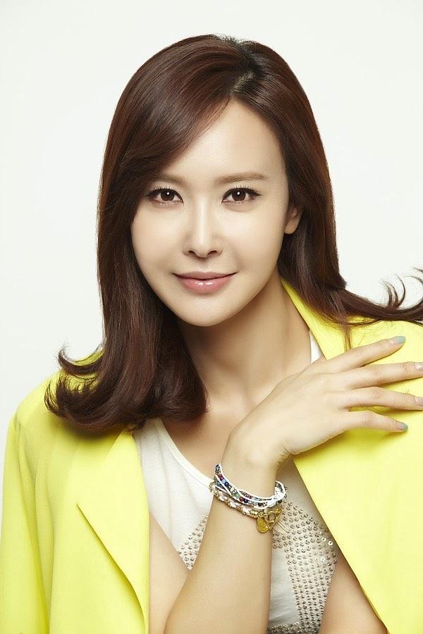 Choi Soo-Rin sebagai Ahn Ji-Hye