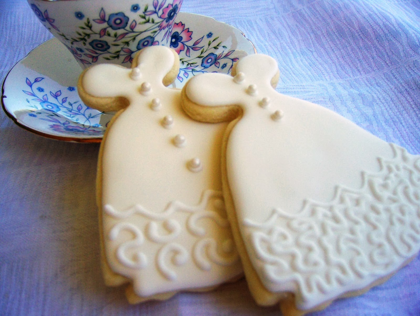 wedding dress sugar cookies