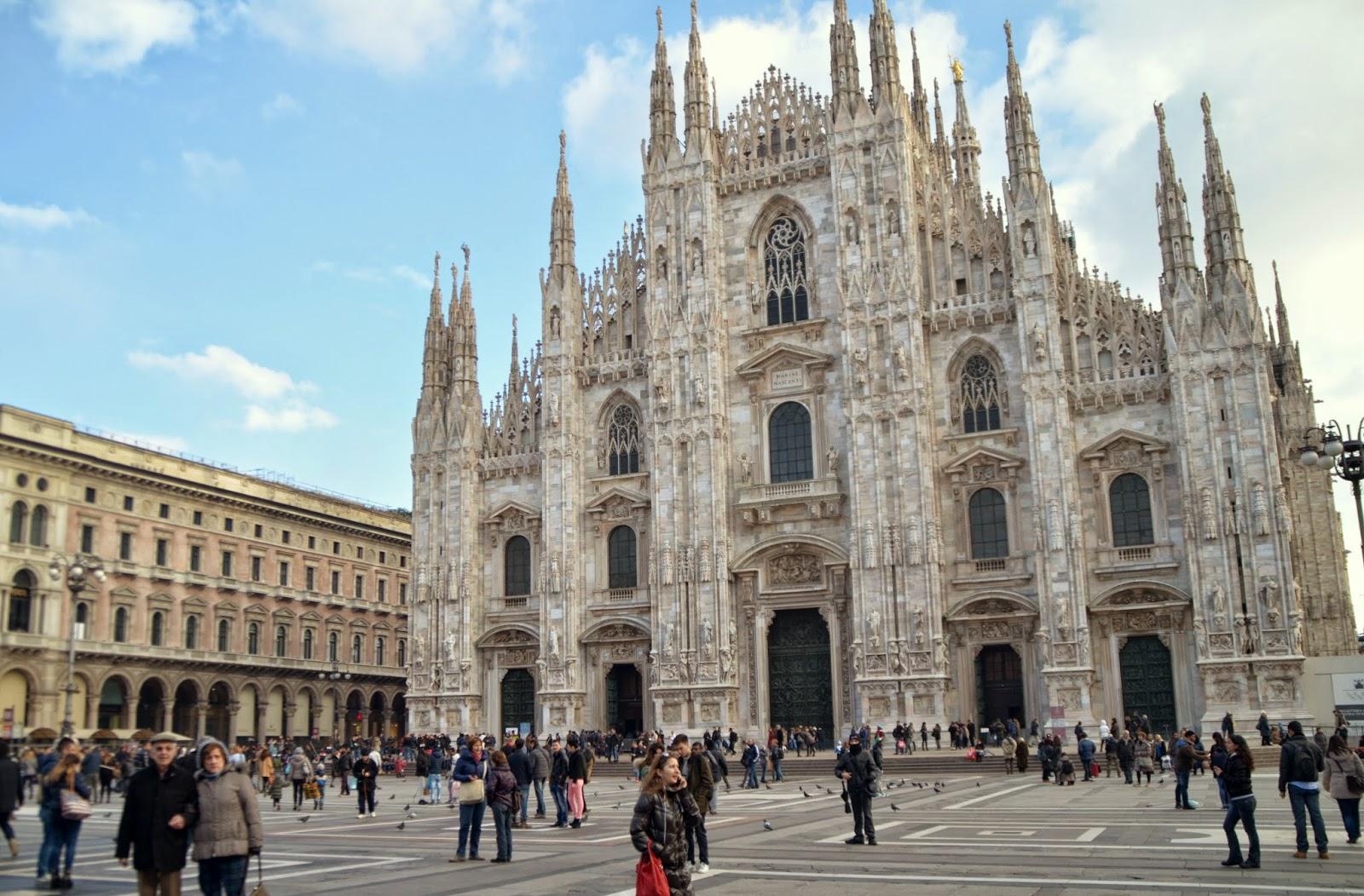 milan-italy-piazza-del-duomo