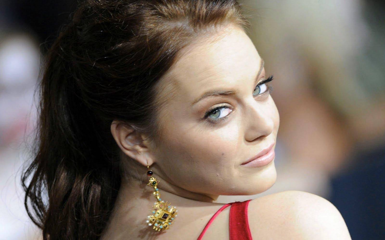 http://1.bp.blogspot.com/-9oehcQFN3w0/Tlb_4xF6XKI/AAAAAAAABUg/Zb0mDrgRjVE/s1600/Emma+Stone+Pictures+5.jpg