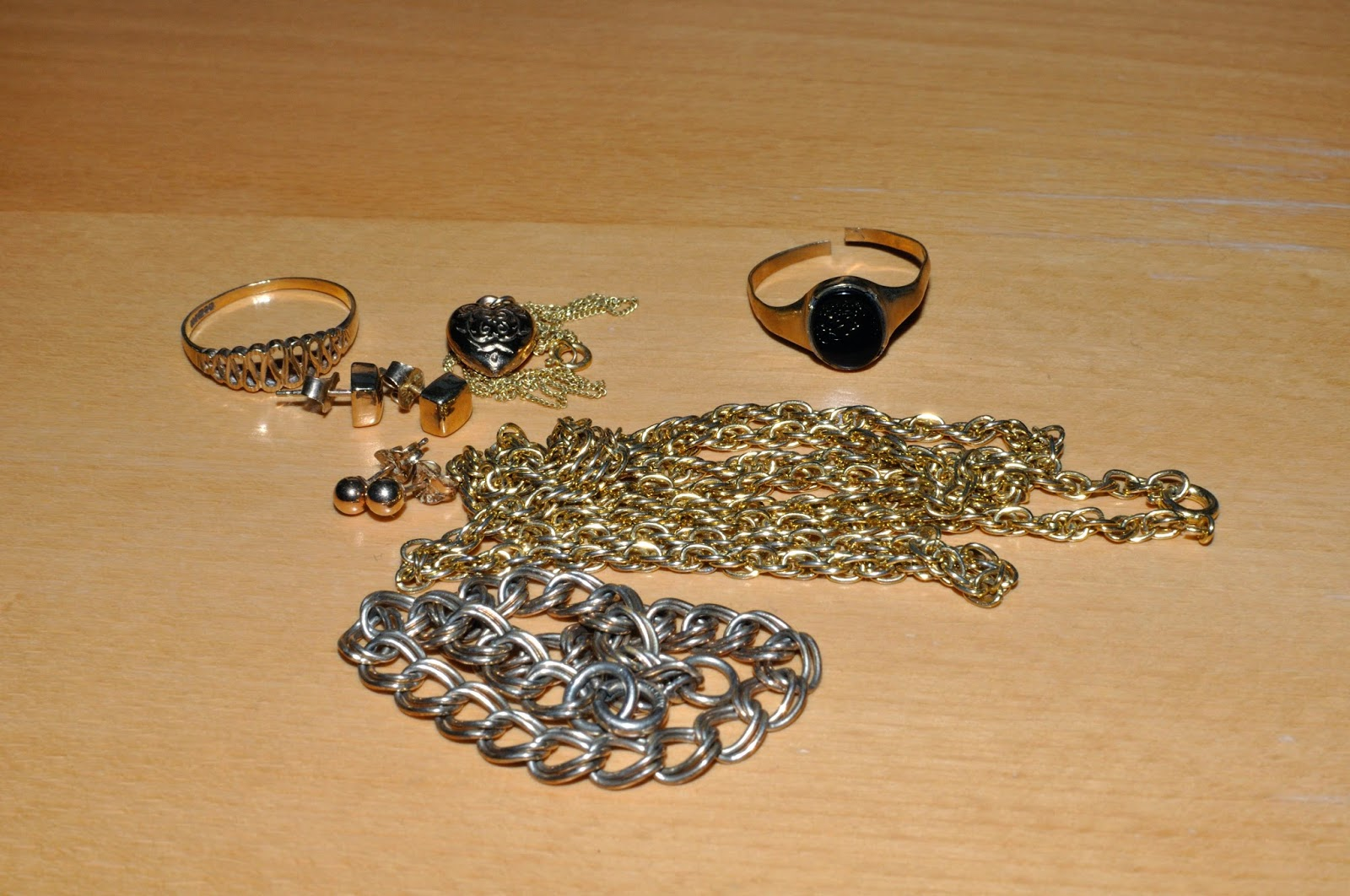 Old gold jewellery
