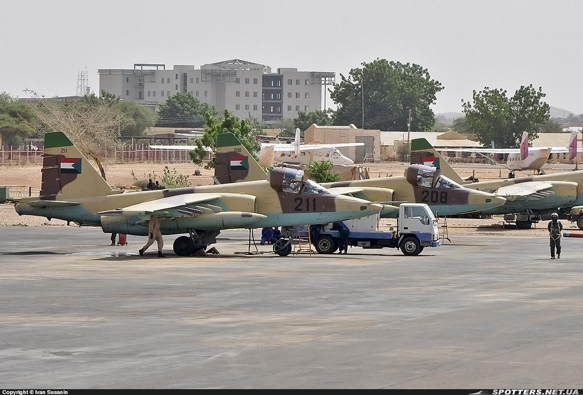 Soudan SUDAN+SU-25+211+APARCADO+EL+FASHER+23-07-2013