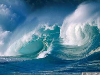 Si increspa il mare sottoposto al vento