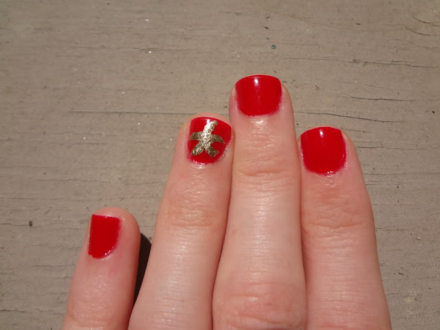 Red nails with a gold starfish