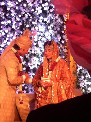Saif Ali Khan and Kareena Kapoor exchanging their Marriage Vows at the Wedding