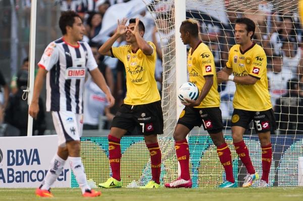Monterrey vs. Leones Negros, en la jornada 1 del torneo Apertura 2014 de la Liga MX del futbol mexicano. Los Rayados ganaron el juego 3-1 | Ximinia
