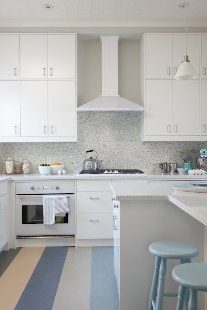 Kitchens With White Appliances