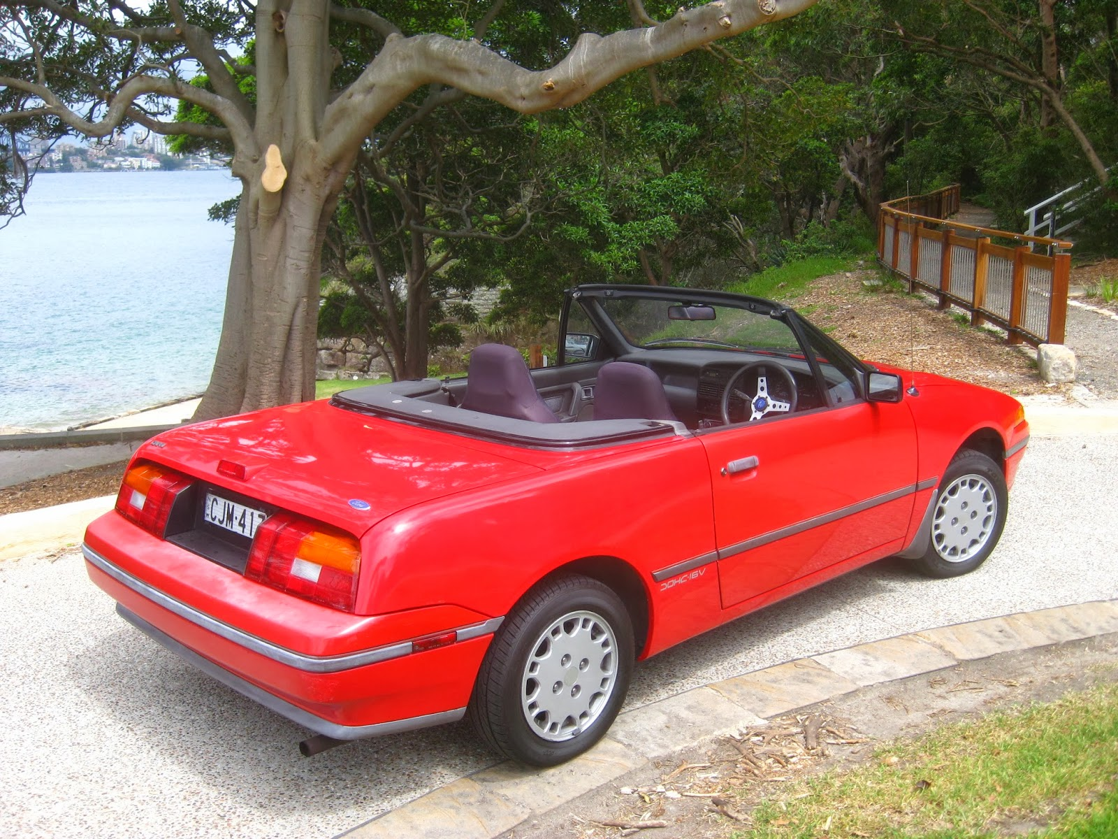Extrêmement Aussie Old Parked Cars: 1990 Ford Capri SA II Convertible JU77