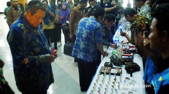Mantan Presiden SBY Kunjungi Pameran Akik Di Pendopo Kabupaten Pacitan