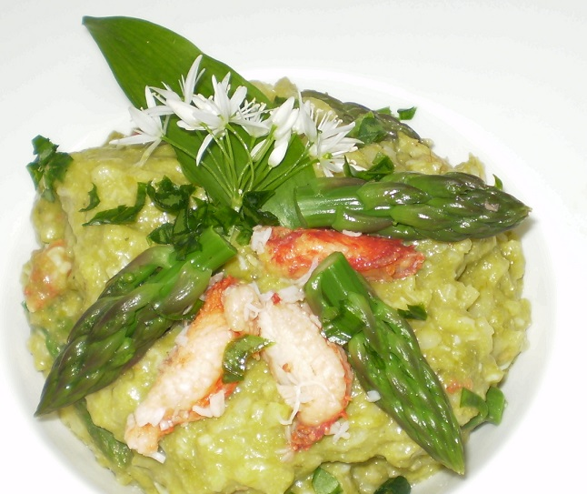 Risotto aux asperges vertes, queen crabe et ail des ours