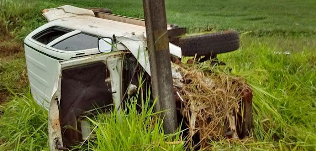 Roncador: Hilux de Campina da Lagoa capota próximo à Campo Verde, na PR-239