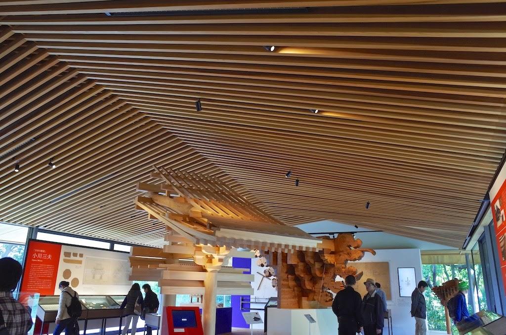 竹中大工道具館、ロビー階の天井は船底天井
