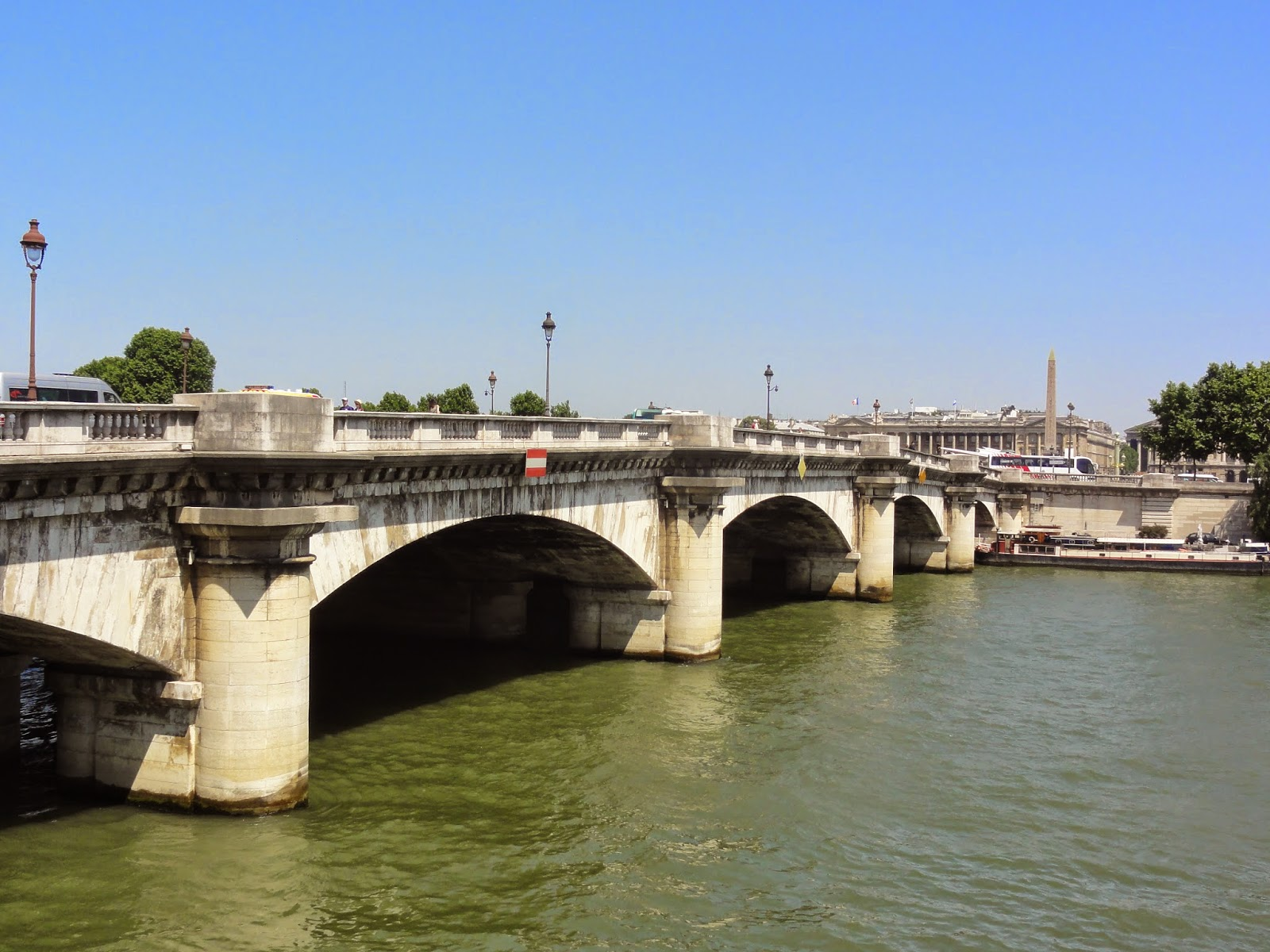 pont de la concorde paris historic walks. Black Bedroom Furniture Sets. Home Design Ideas