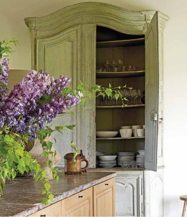 Island, French Cabinet, Garnier kitchen image via the Garnier (be) website from the Vivre Country feature, as seen on linenandlavender.net