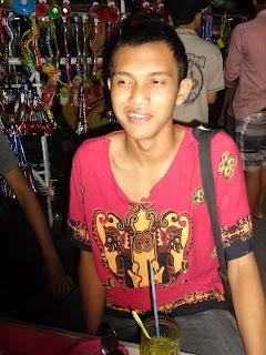 http://temonadtjung.blogspot.com/2011/10/sedikit-tentang-penulis.html