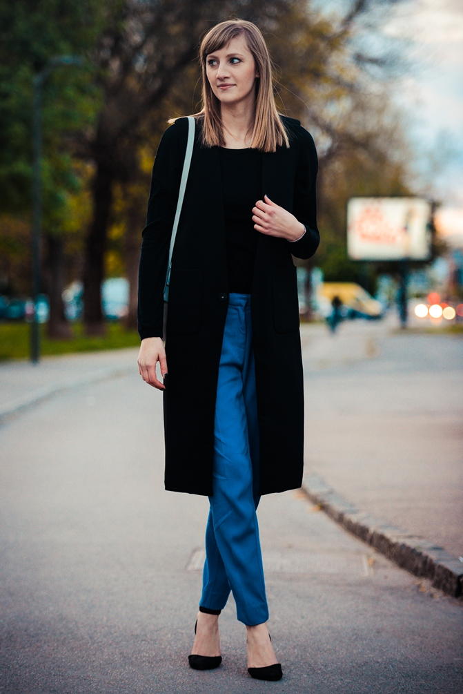 black longline vest gilet front row shop, hm blue suit pants, hm white box bag metal plate, asos black flats, style blog, blogger, slovenski blogerji
