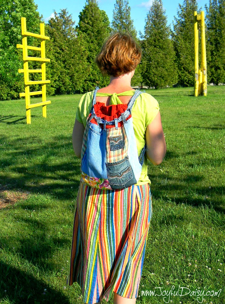 http://joyfuldaisy.com/recycled-jean-backpack/