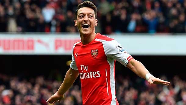 """Revelan que Özil tiene una cláusula """"anti-Barça"""""""